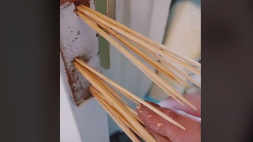 Fix a Loose Door Hinge With Toothpicks and Glue