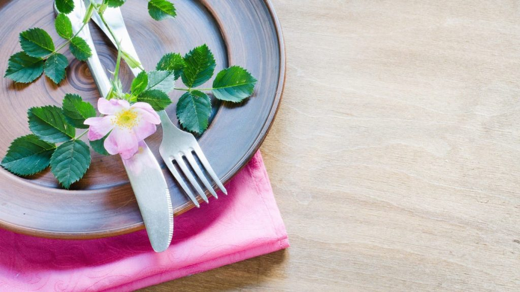 How to Turn Your Dining Room Into a Fancy 'Restaurant' on Mother's Day