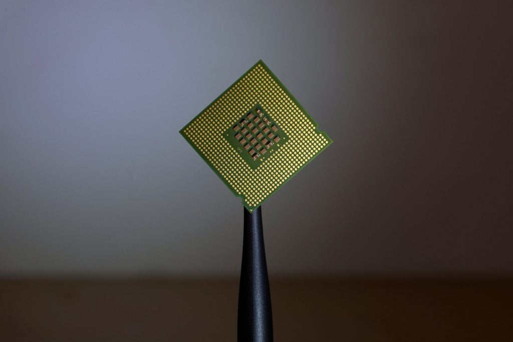 IBM created a microchip of just 2 nanometers, the smallest yet. This will benefit the technology industry.