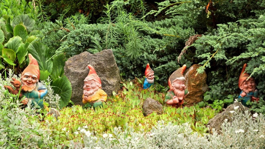 Ditch These Tacky, Outdated Landscaping 'Trends'