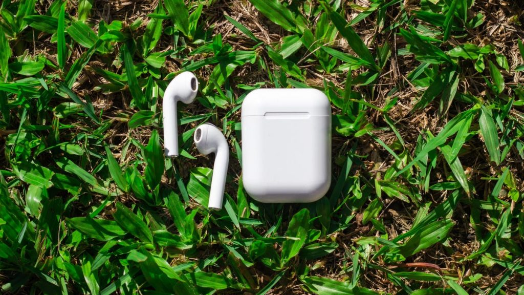 How to Guilt a Stranger Into Returning Your Lost AirPods